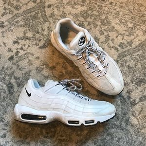 Nike Airmax 95 in White with Black Detail